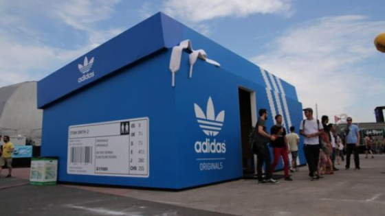 Photo des différents pop-up store de Adidas