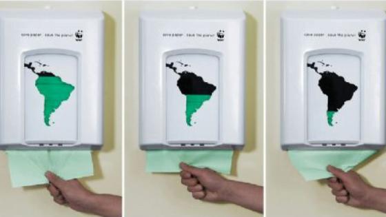 Street marketing de WWF réalisé à l'aide de distributeur de papier