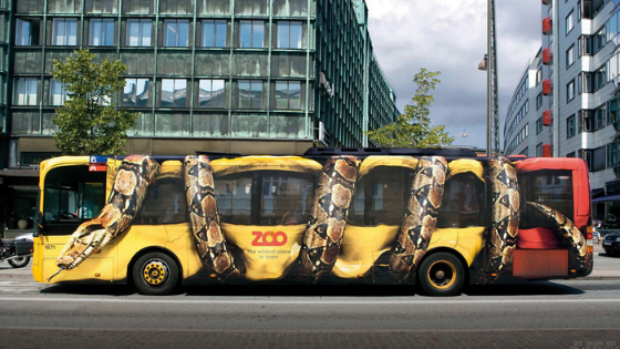 Street marketing d'un zoo réalisé sur un bus
